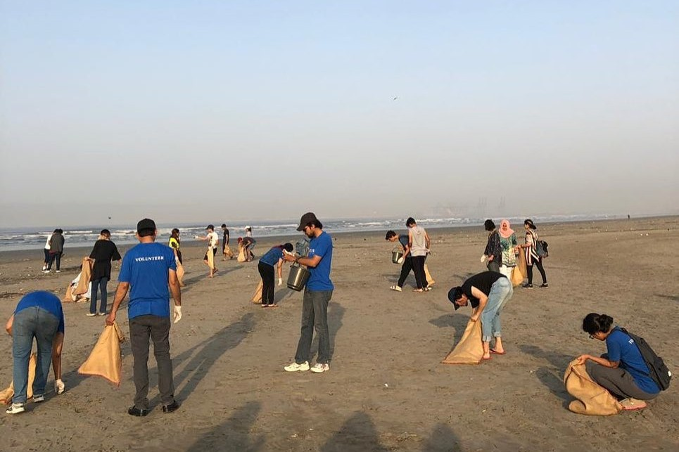 Nielsen volunteers clean a beach